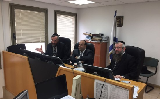 שר הדתות דוד אזולאי בית הדין פתח תקווה