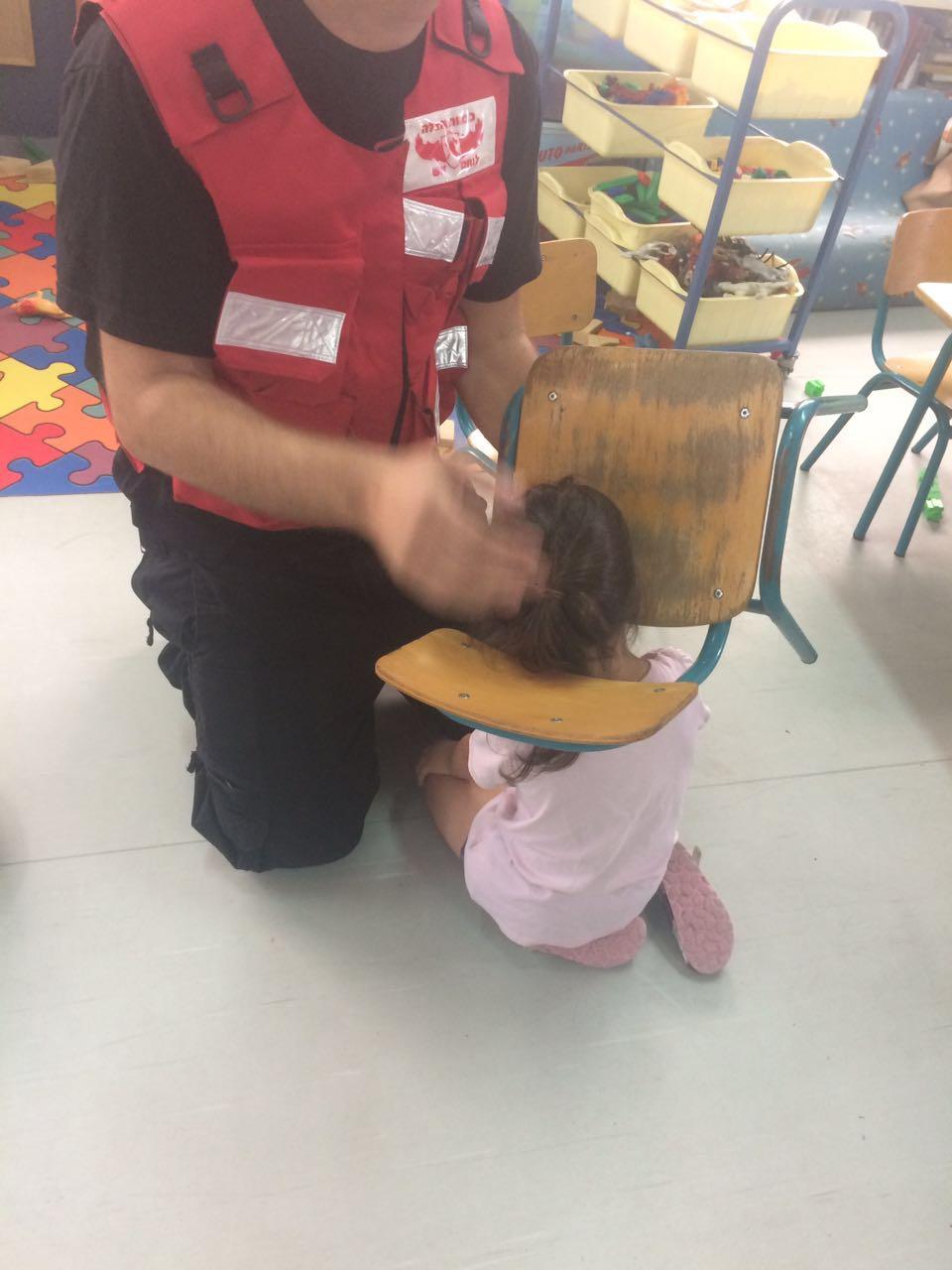 לוחמי האש - חילוץ ילדה בפתח תקווה