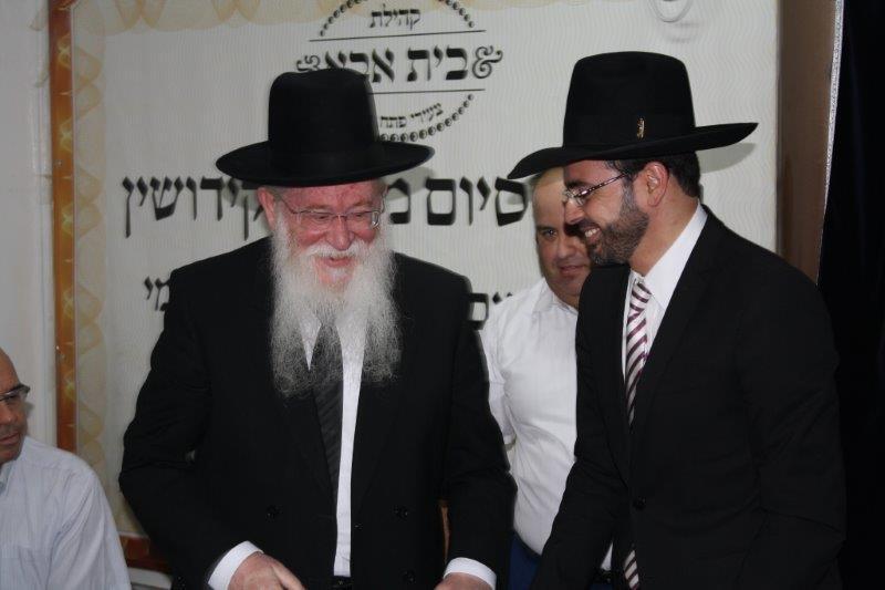 הרב יגאל רוזן, אוריאל בוסו וחבר הנהלת הקהילה שימי גרוס