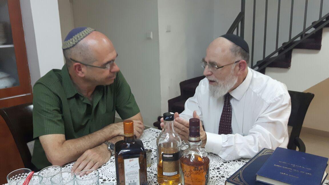 הדיין הרב שמואל שפירא - וראש העיר פתח תקווה איציק ברוורמן (3)
