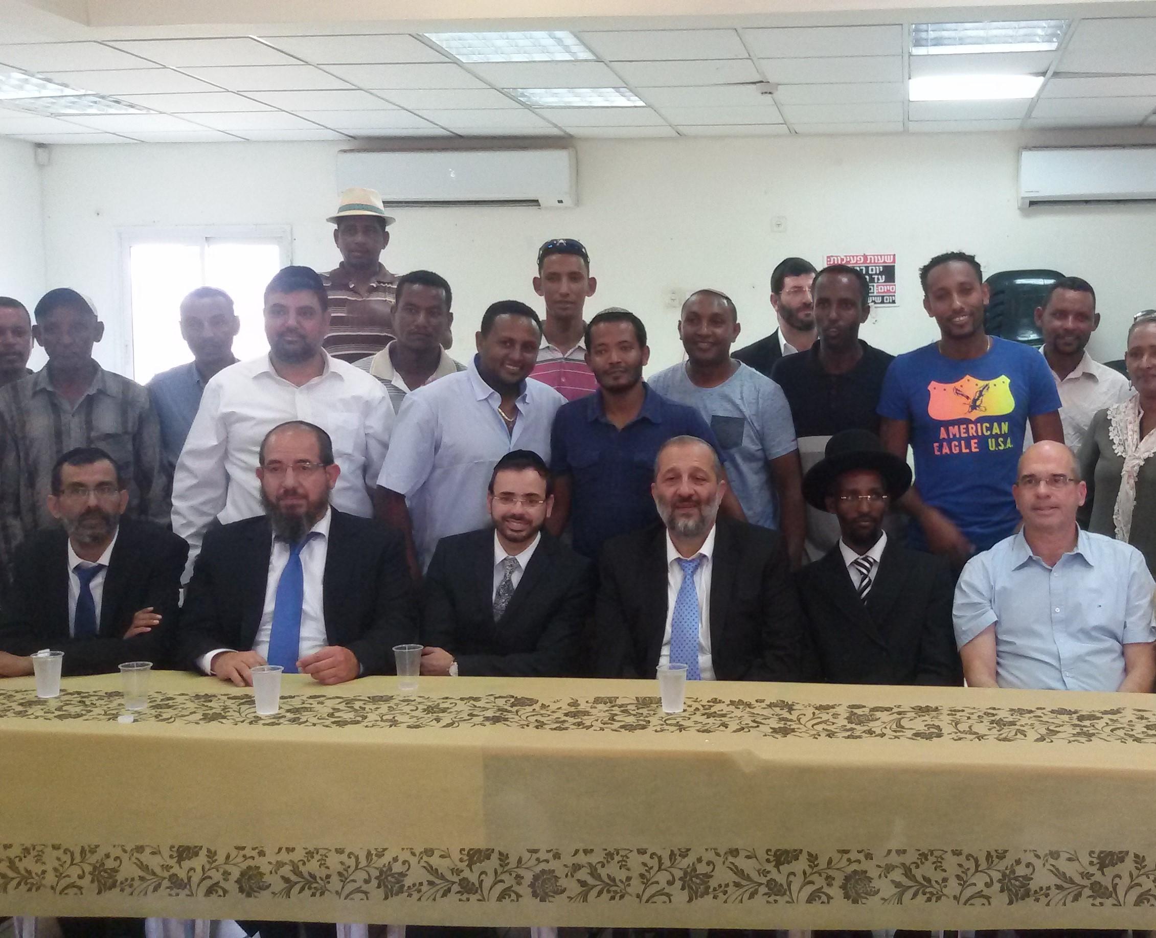 השר אריה דרעי בקהילה האתיופית בפתח תקווה (1)