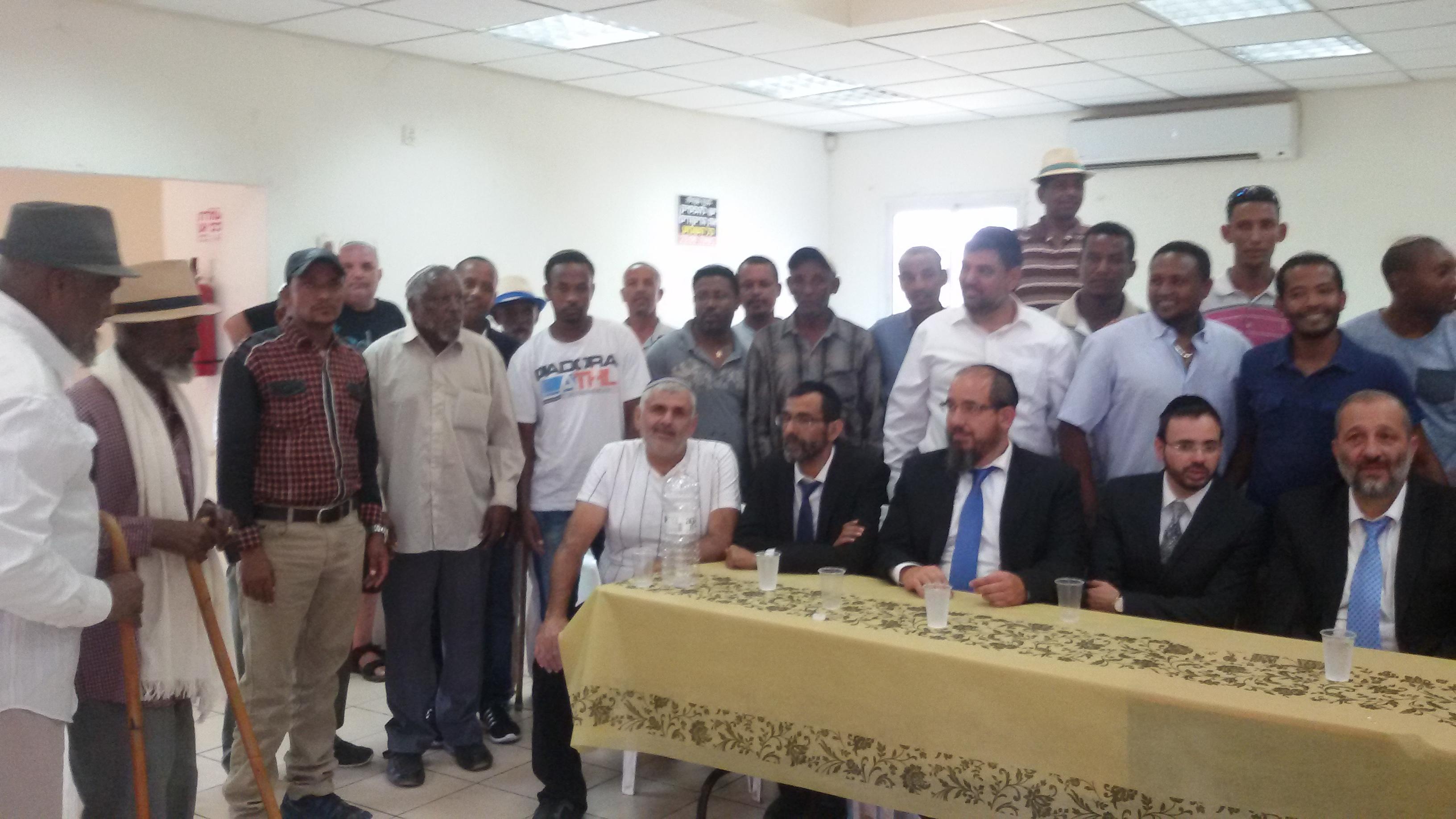 השר אריה דרעי בקהילה האתיופית בפתח תקווה (6)
