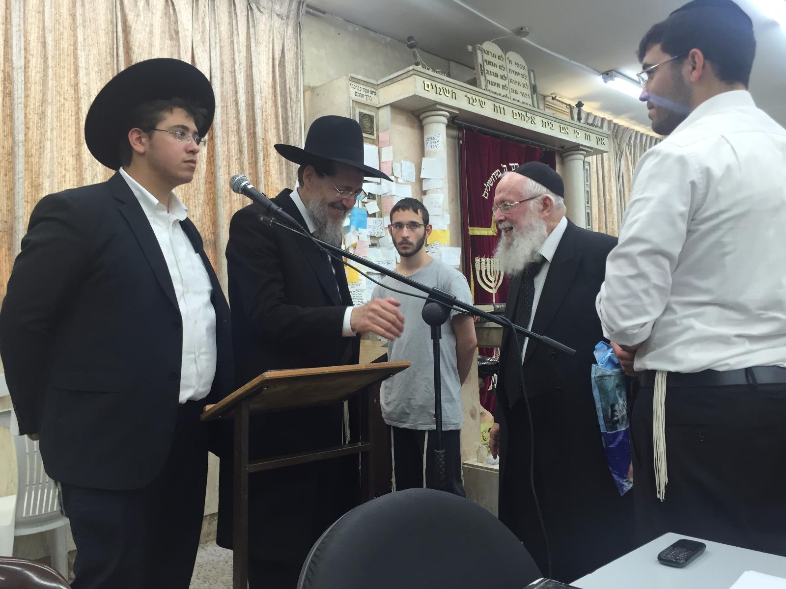 הרב קוק בישיבת כפר גנים פתח תקווה (2)