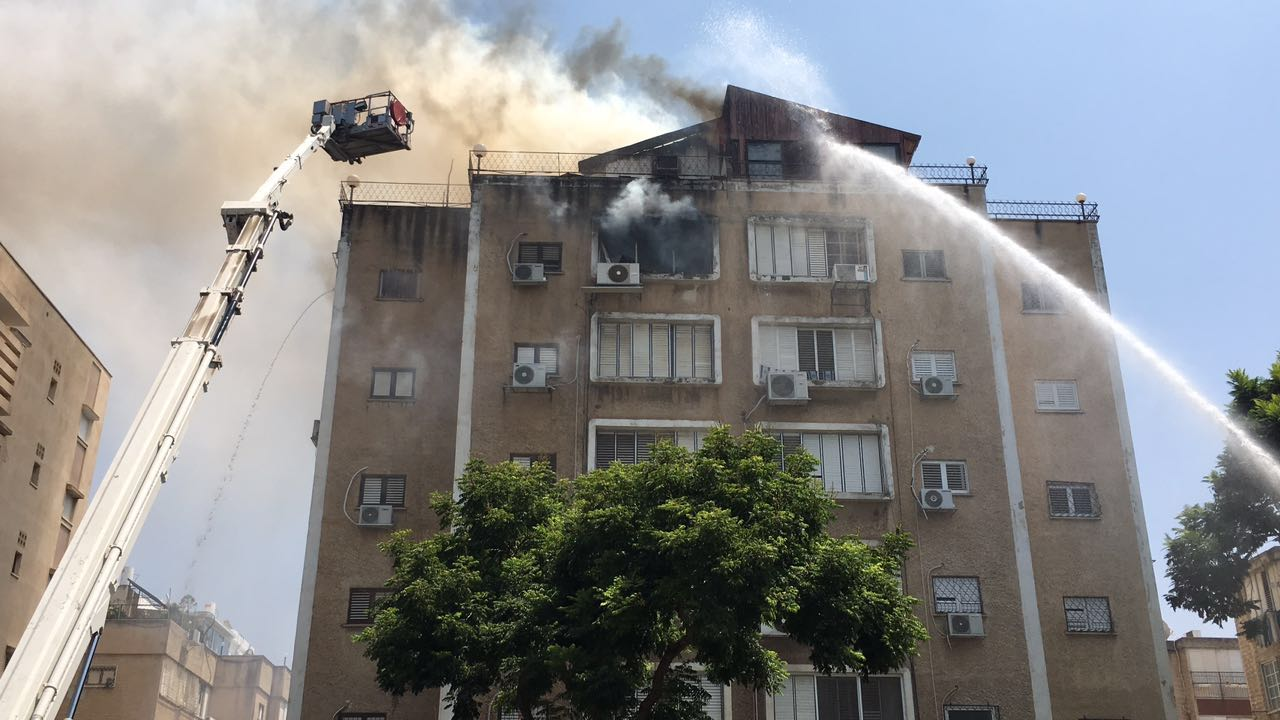 שריפה ברחוב ספיר בפתח תקווה (2)