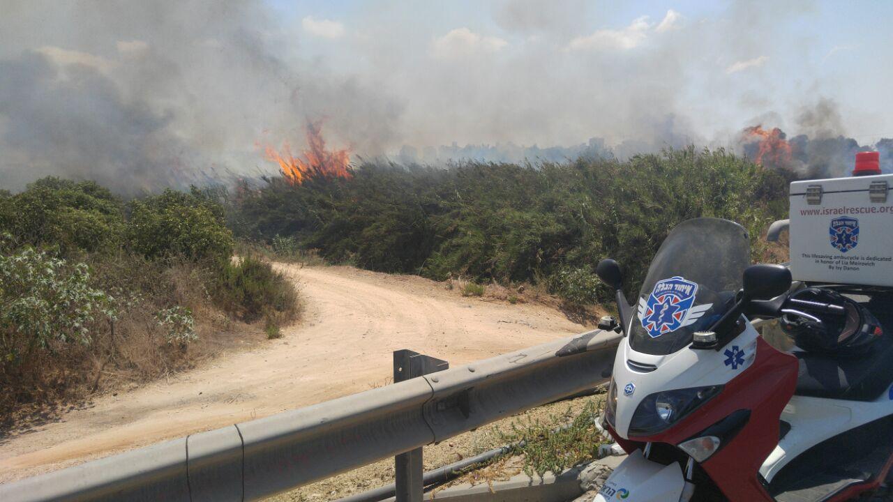 שריפה צומת ירקונים פתח תקווה (1)
