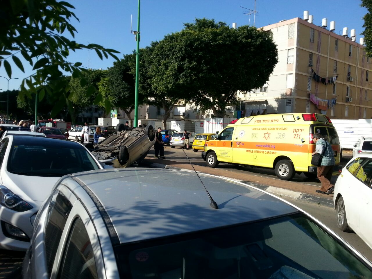 """אם וביתה התינוקת נפגעו מפגיעת רכב ברחוב תפוצות ישראל בפ""""ת"""