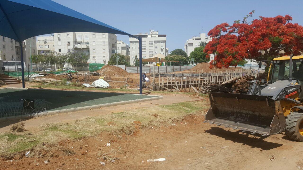 התושבים מרחוב יהודה הנשיא: פרקו לנו את הגינה המשולשת