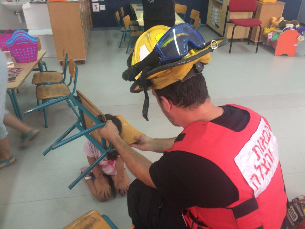 לוחמי האש - פתח תקווה - ילדה בגן ילדים