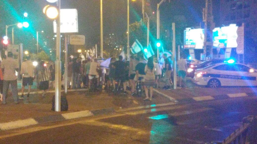 פתח תקווה - הפגנה בצומת סירקין בעקבות גל הטרור (2)