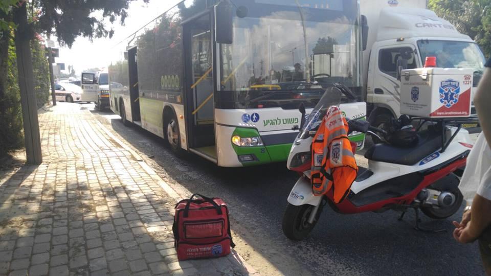 בת 80 התמוטטה במהלך נסיעה באוטובוס בפתח תקווה