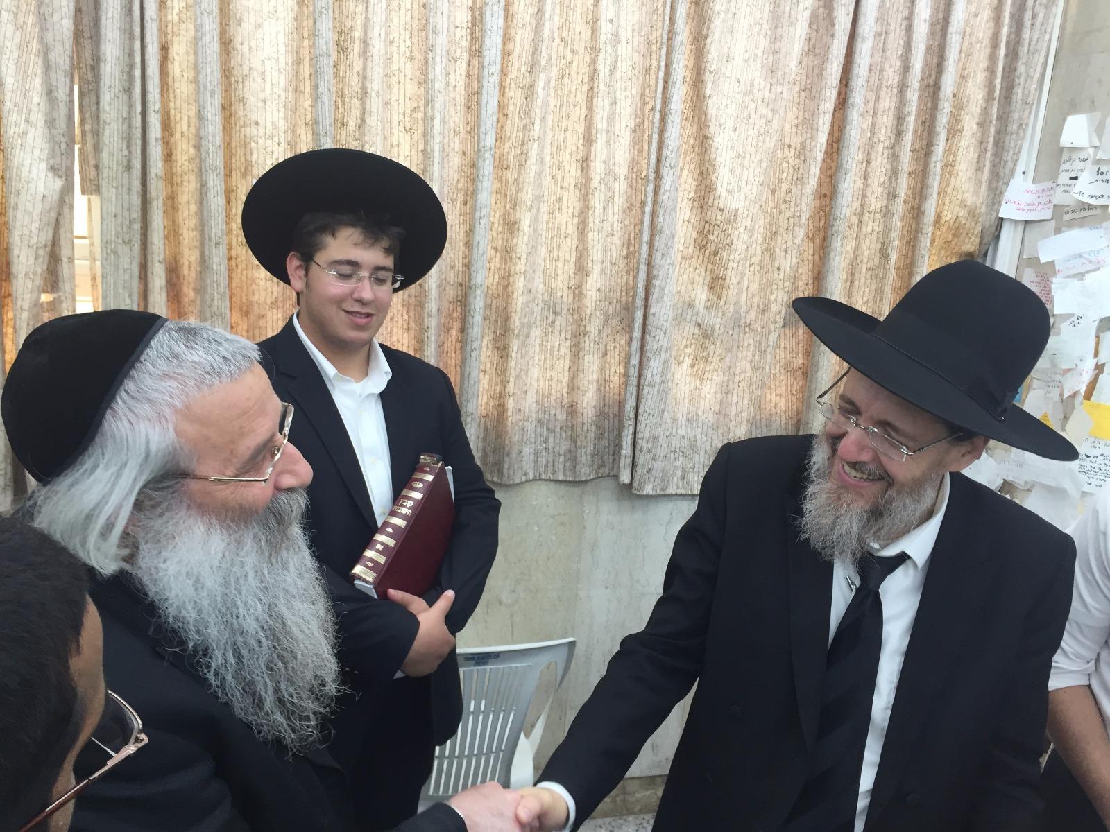הרב קוק בישיבת כפר גנים פתח תקווה (1)