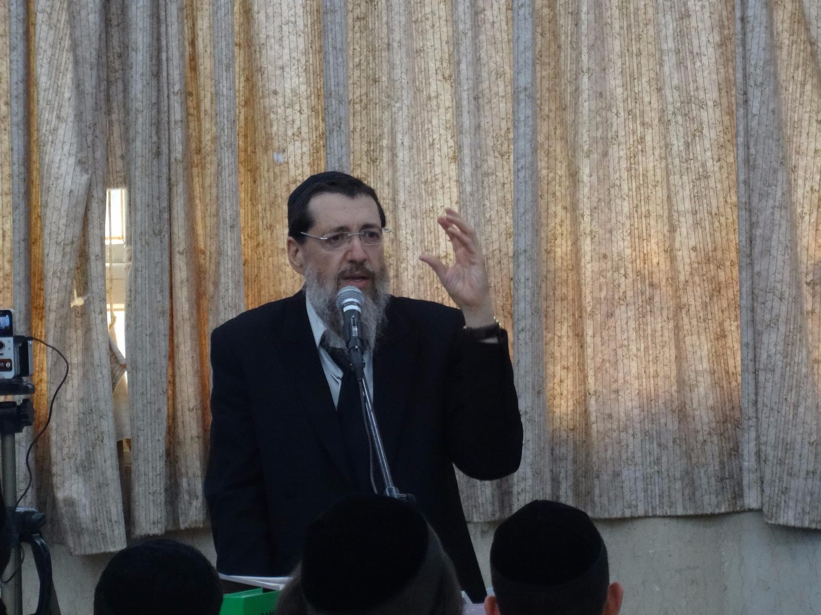הרב קוק בישיבת כפר גנים פתח תקווה (5)