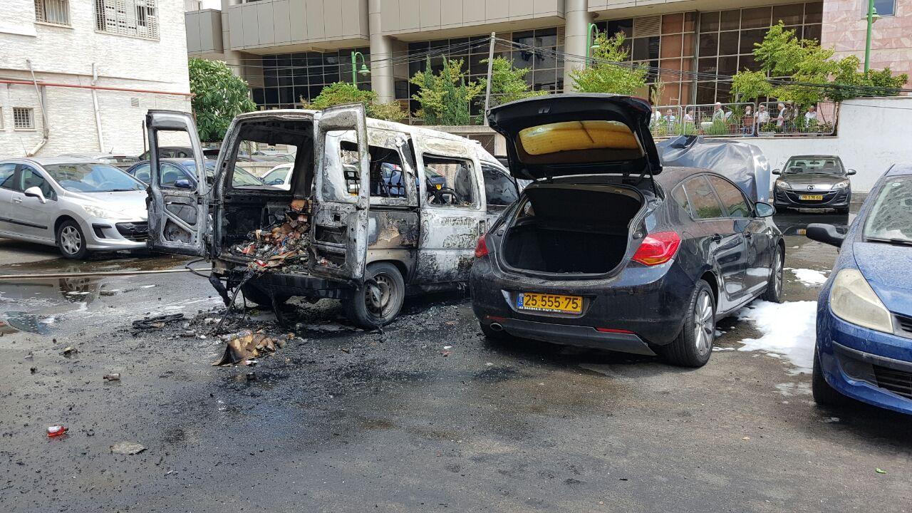 שריפה ברחוב הרצל בפתח תקווה - רכב עלה באש (2)