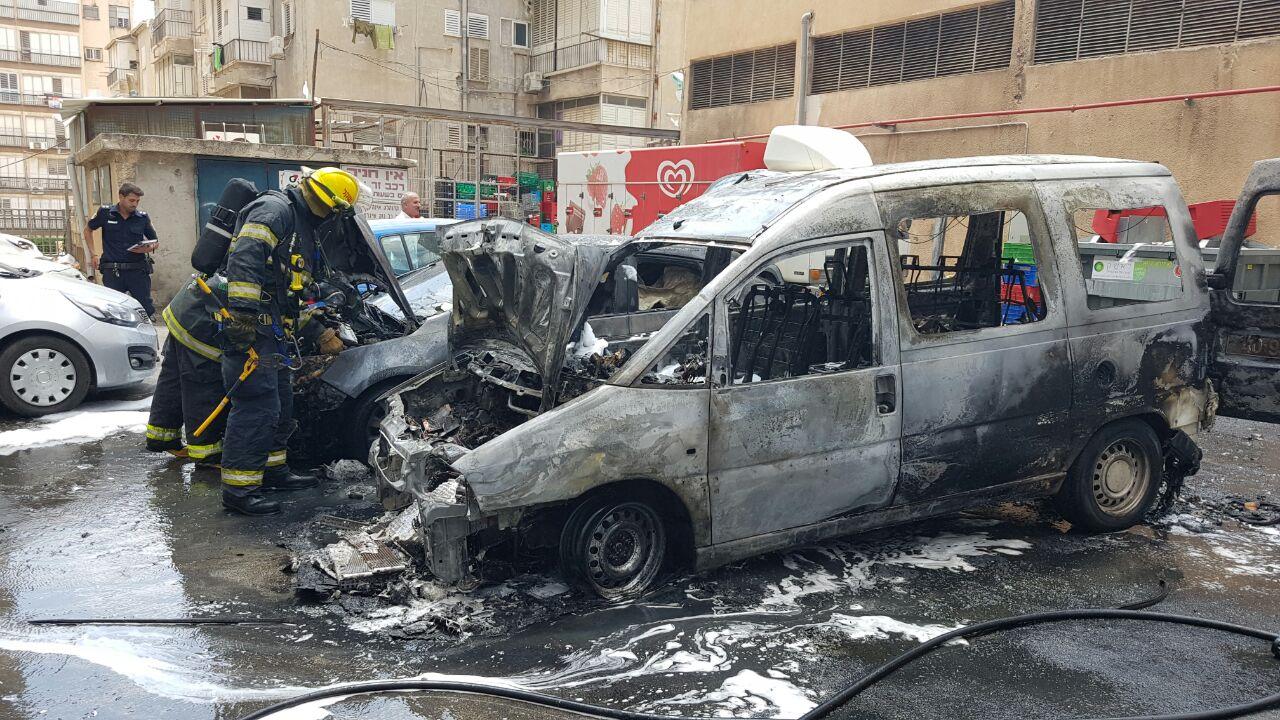 שריפה ברחוב הרצל בפתח תקווה - רכב עלה באש (3)