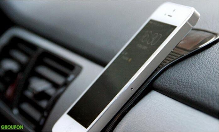 מצאנו לכם שתי דוגמאות של מעמדים לטלפונים ניידים לרכב
