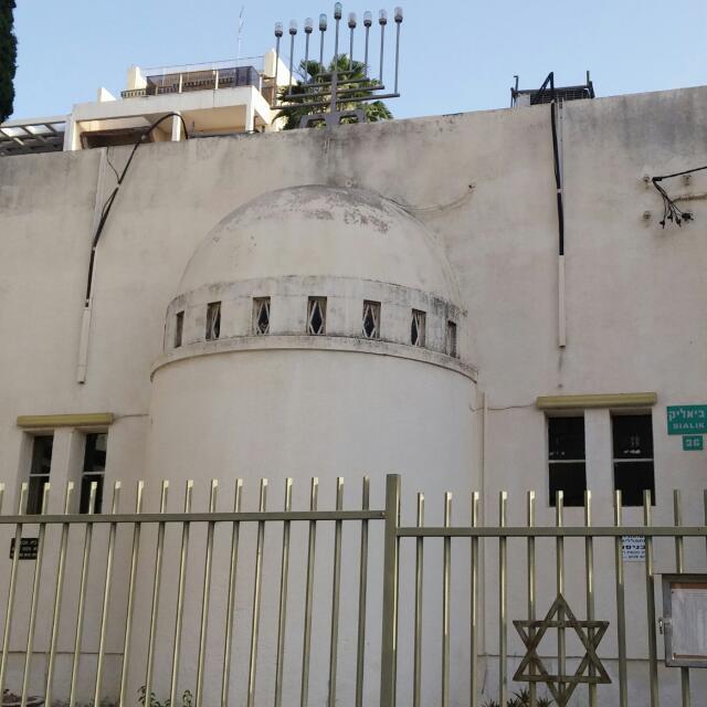 """בתי הכנסת בפ""""ת בהם תוכלו להתפלל ב'פלג המנחה'"""