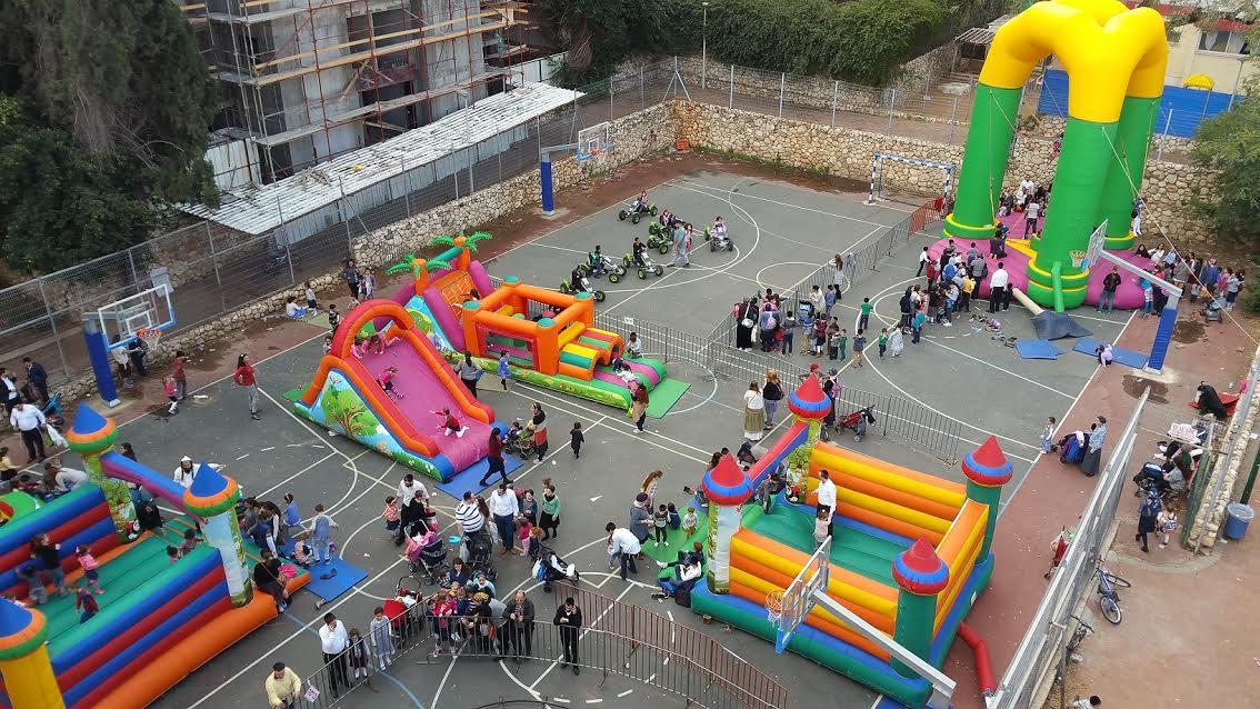 שושן פורים: אלפי ילדים נהנו מלונה פארק נייד בפתח תקווה
