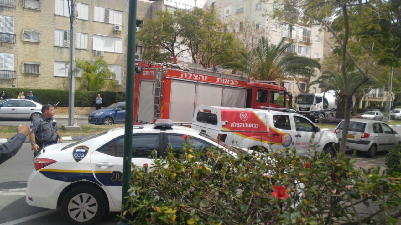 שריפה ברחוב הנשיאים בפתח תקווה, אישה נפגעה קל