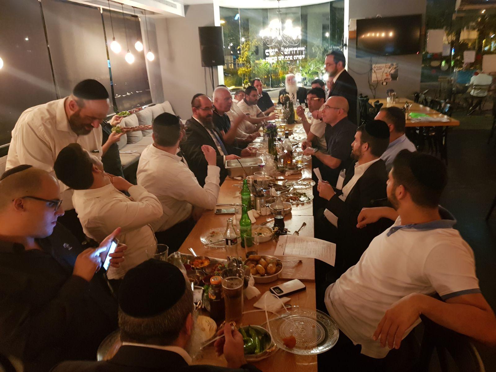 """אנשי החסד נפגשו במסעדת בישולים מהדרין בפ""""ת"""