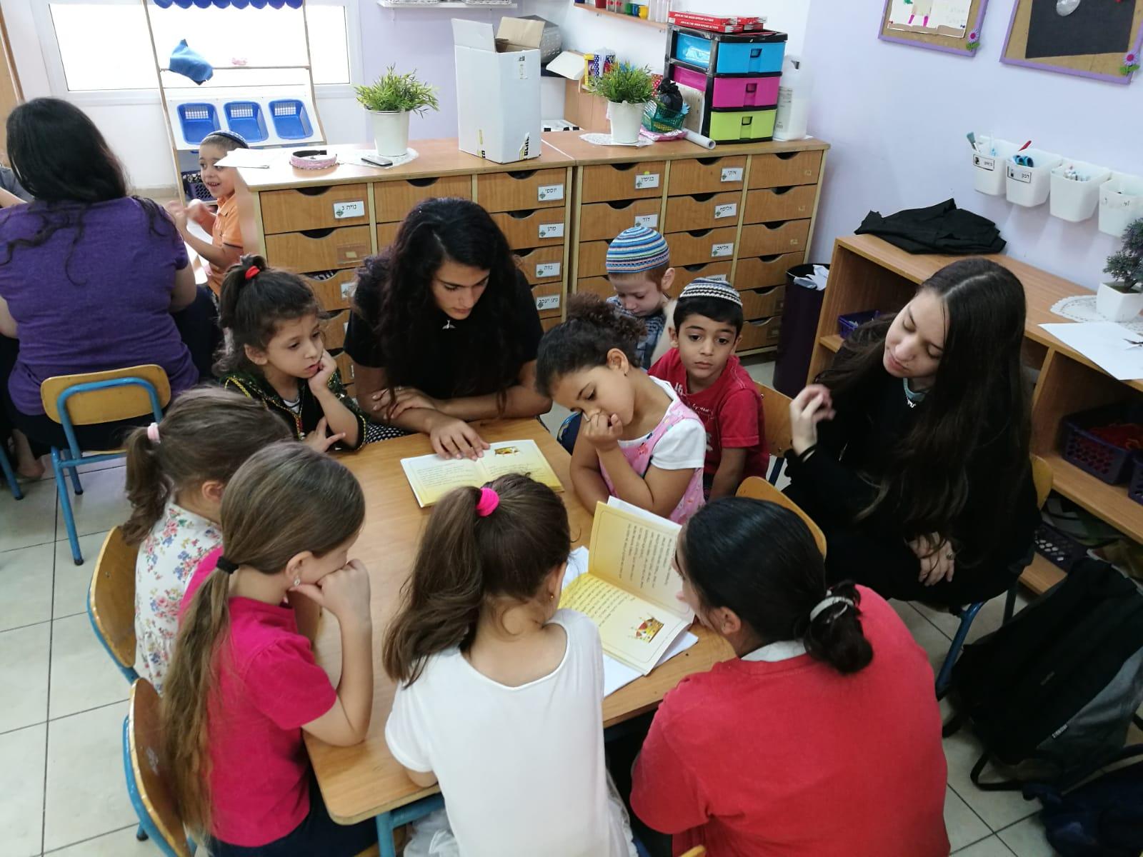 תלמידות אולפנת בני עקיבא רעות השיקו ספר ילדים העוסק בדוד המלך
