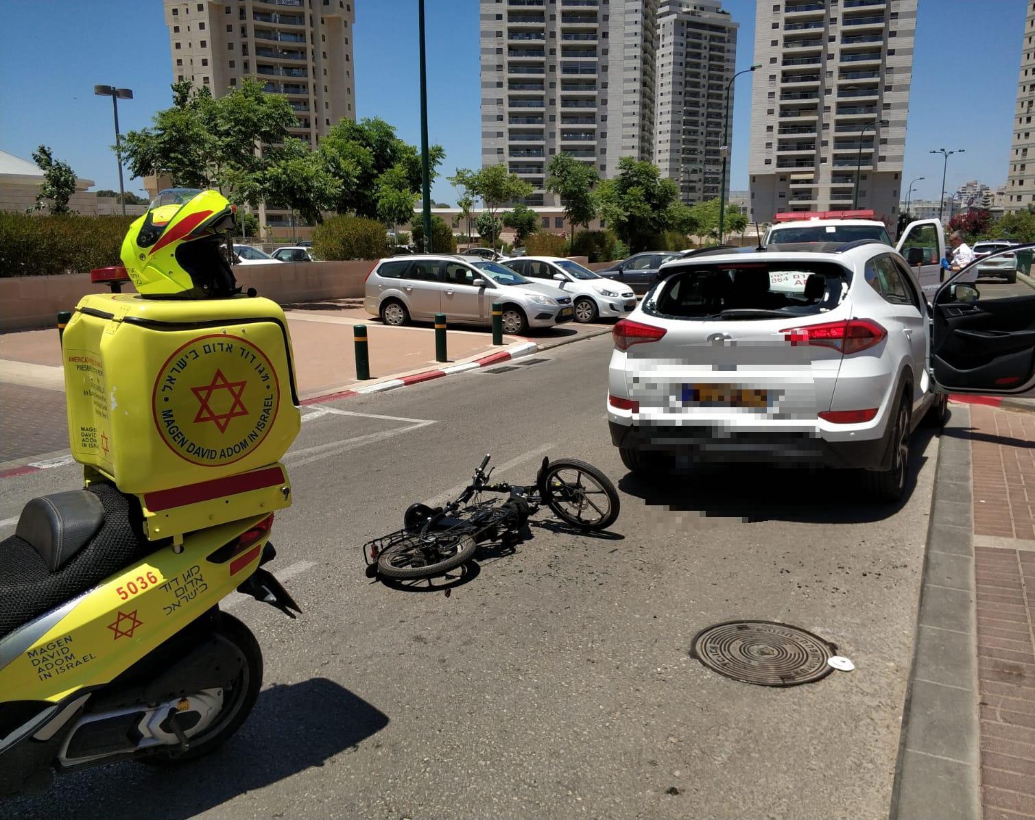 2 תאונות: בת 80 על כסא גלגלים ורוכב אופניים חשמליים נפצעו בינוני