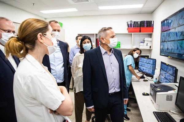 בית חולים בלינסון: שר הבריאות ביקר במחלקת הקורונה