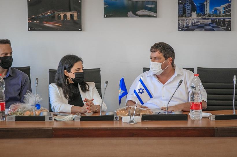 שרת הפנים איילת שקד וראש העיר רמי גרינברג נועדו לפגישה מקצועית