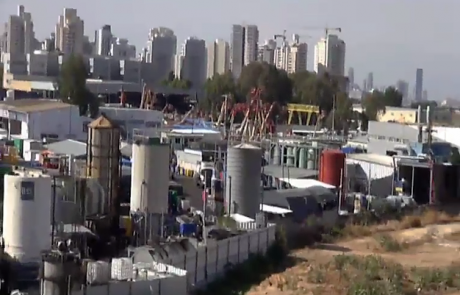 """כתבי אישום נגד המפעלים בסגולה פ""""ת: הפרו את צו הסגירה המנהלי"""