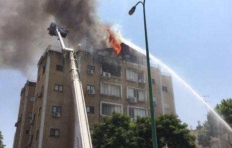 תיעוד: שריפה ברחוב יוסף ספיר בפתח תקווה – 4 נפגעו משאיפת עשן