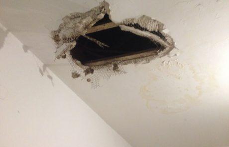 מפחיד: פרץ לדירות בפתח תקווה דרך התקרה