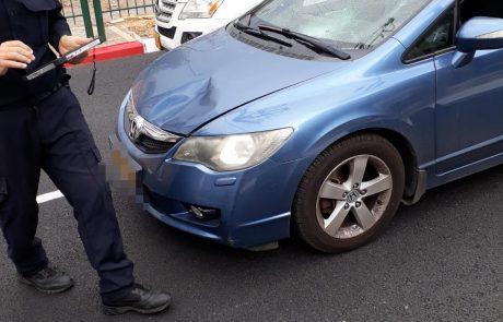 """רחוב פינס פ""""ת: הולכת רגל נפצעה מפגיעת מכונית"""