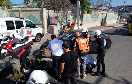 """תאונות דרכים הבוקר בפ""""ת: בן 70 איבד את ההכרה תוך כדי נסיעה ורוכב אופנוע נפצע בינוני"""