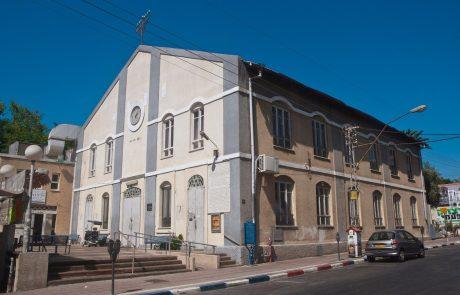 מיוחד: מי העלים את דלתות בית הכנסת הגדול בפתח תקווה?