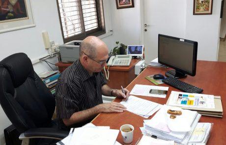 """חשד: תושב פ""""ת איים כי ידרוס את ראש העיר איציק ברוורמן"""