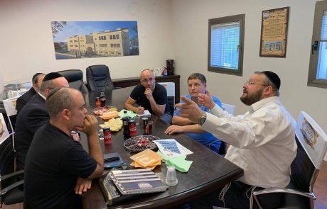 """ראש עיריית פ""""ת רמי גרינברג יביא לאישור המועצה שורה של הקצאות לטובת מוסדות חינוך ובתי כנסת"""