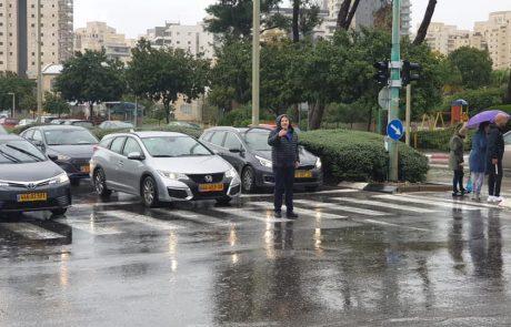 """מזג האוויר הסוער: ראש העיר פ""""ת, רמי גרינברג נותן מענה בשטח"""