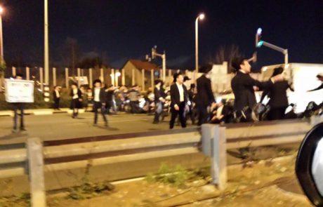 """תיעוד: עשרות מפגינים נגד הגיוס סמוך לצומת שעריה בפ""""ת"""