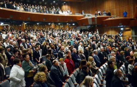 """לזכור ולא לשכוח: מאות השתתפו בטקס יום השואה הבינלואמי בפ""""ת"""