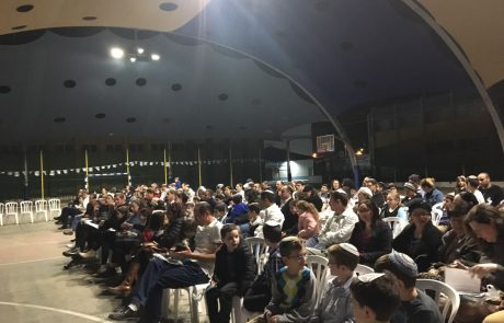 """מאות השתתפו במלווה מלכה בבית חינוך אורי אורבך פ""""ת"""