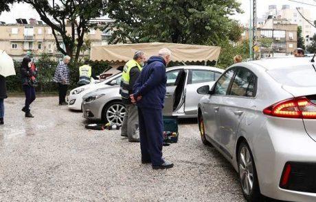 תעלומה: כ־30 כלי רכב נוקבו ברחוב סלנט בפתח תקווה