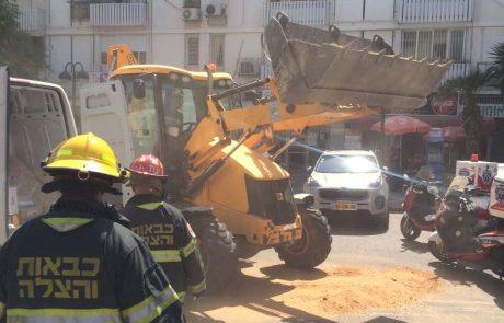 מיכל חומצה נפל מרכב מסחרי ברח' שמחוני – אנשים מדווחים על צריבות