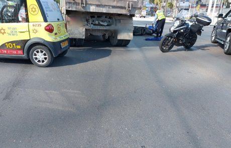 רוכב אופנוע נהרג מפגיעת משאית ברחוב ז'בוטינסקי פינת יצחק רבין