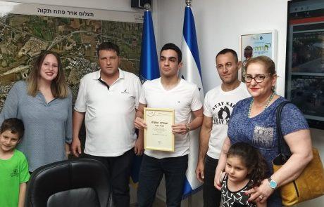 """ראש העיר העניק תעודת הוקרה לאלי ענבי מפ""""ת – אלוף ישראל בג'יו-ג'יטסו ברזילאי ונוגי"""