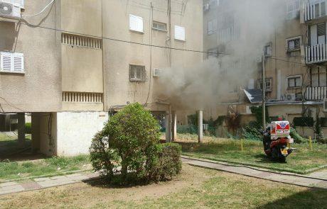 תיעוד: שתי שריפות בפתח תקווה, אישה פונתה לבית החולים