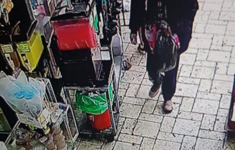 """משטרת ישראל עצרה גבר בן 64 מת""""א בחשד שגנב תיק מתושבת פ""""ת בת 69"""