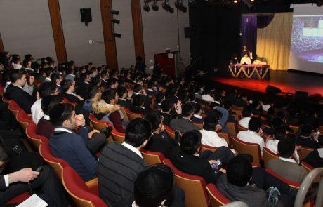 מאות תלמידי ישיבות בפתח תקווה קיבלו מלגות