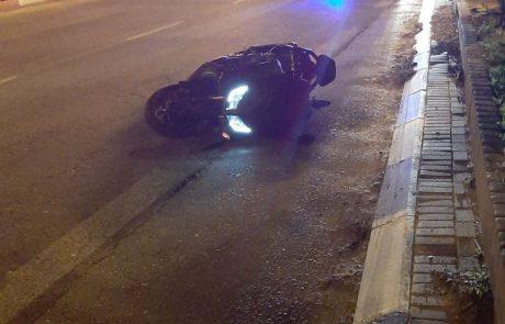 צומת סירקין: רוכב אופנוע איבד שליטה – 2 צעירים נפגעו