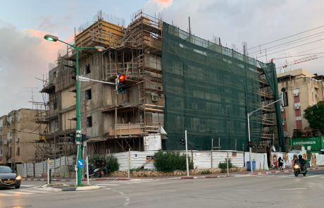 """תמ""""א 38: חודשו העבודות בבניין ברחוב עין גנים פינת אחד העם לאחר תקופה ארוכה בה הופסקו"""